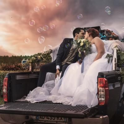 Photo des mariés dans la voiture - landes