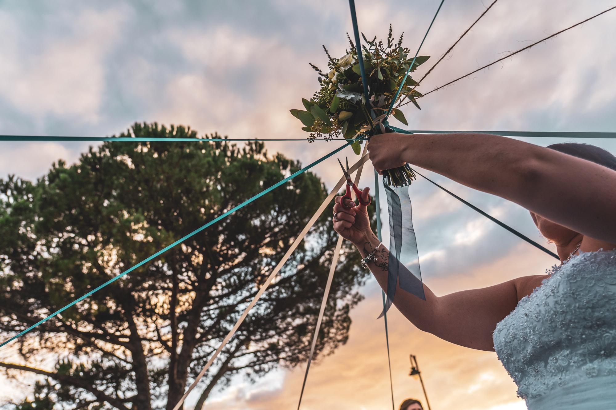 Lancer de bouquet - rubans - photographe de mariage landes
