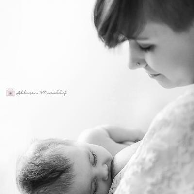Photo lors de la tété - maman qui donne le sein - dax