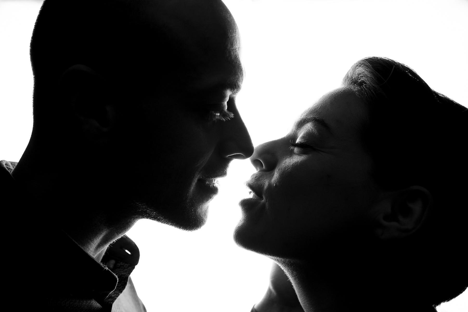 Shooting couple noir blanc photographe pluie 1