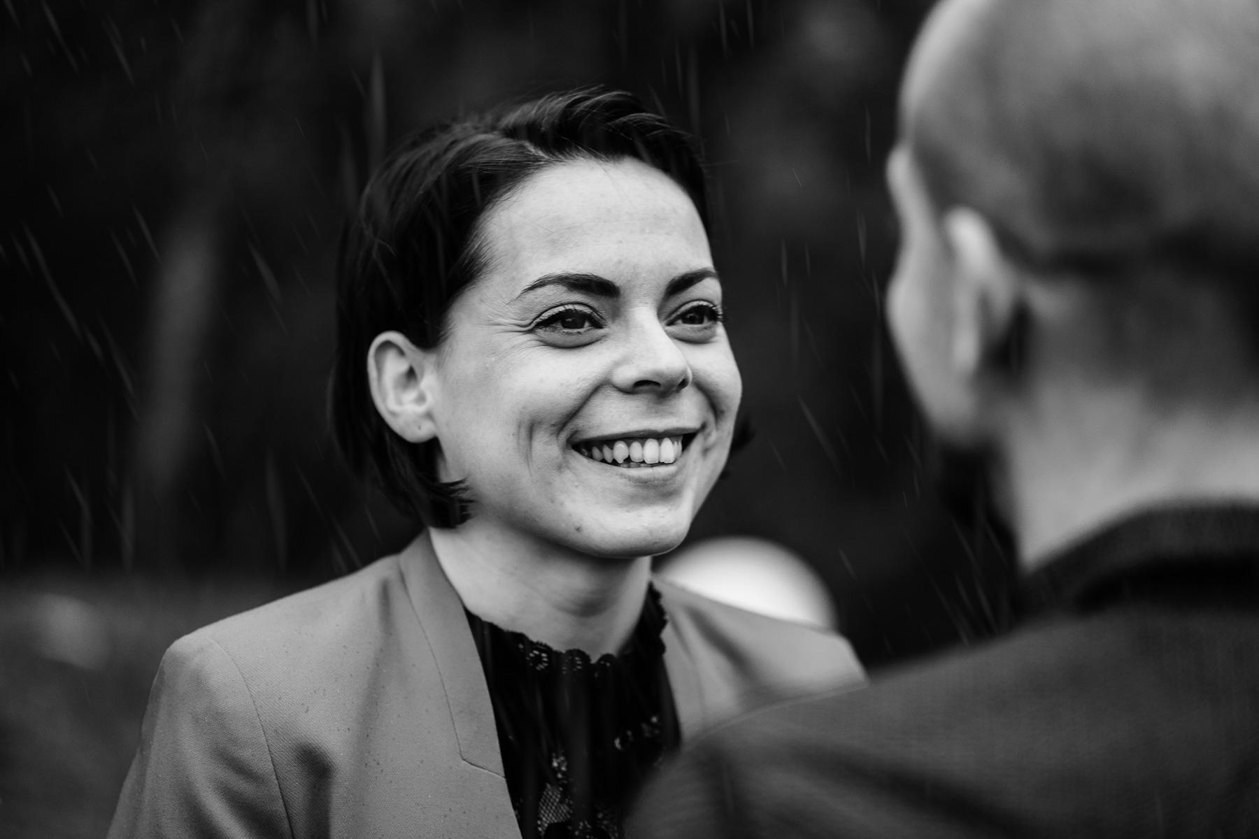 Shooting couple noir blanc photographe pluie 9
